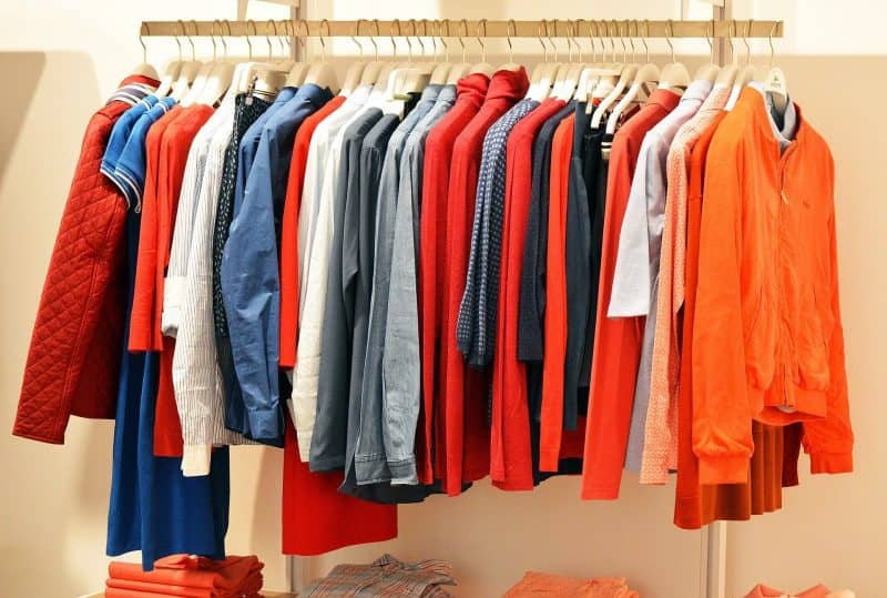 Перепродажа одежды как способ заработка