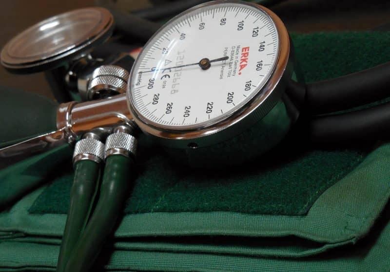 Сколько зарабатывает гинеколог в России и других странах?